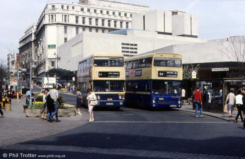 Daimler Fleetline/Metro-Cammell 6394 (NOC 394R) passes Metrobus 2598 (POB 598Y).
