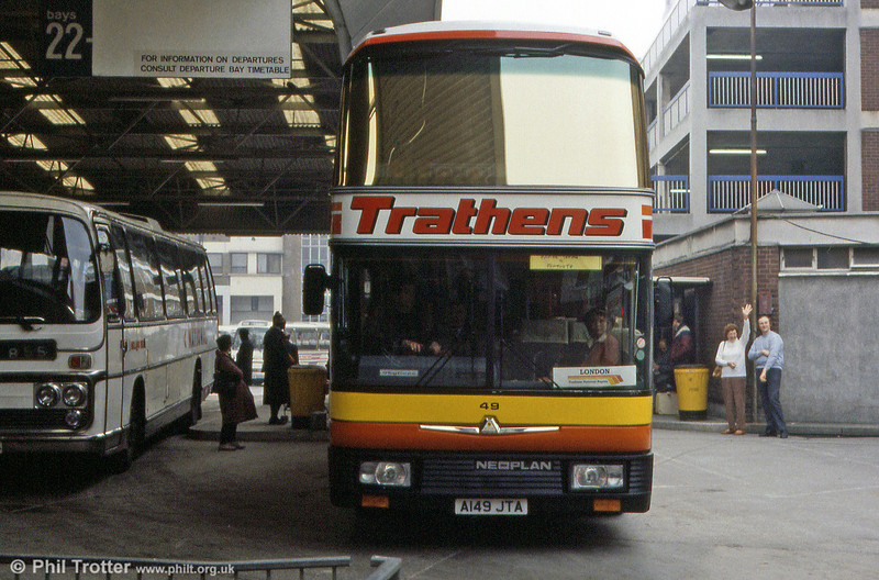 Trathens 49 (A149 JTA) a 1984 Neoplan Skyliner CH53/20Ct seen at London Victoria. Not sure who the people in the background were, but they seem friendly!