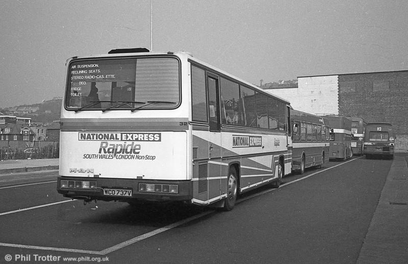 Trathens 32 (WCO 737V), a MAN SR280/C46F seen at Swansea.