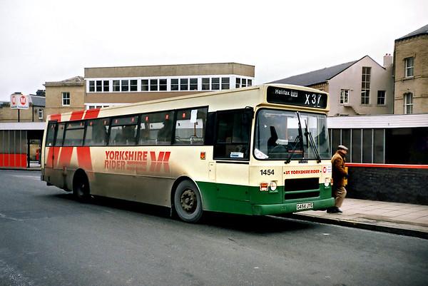 1454 G454JYG, Huddersfield 4/2/1991