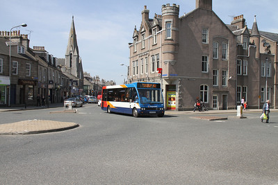 47213 arrives at Inverurie Town Hall with a 452 for Fraserburgh