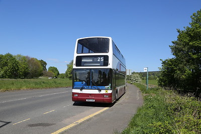 SN04AAE was 662 in the Lothian Buses fleet and is waiting south of Dunblane at Kier Roundabout for her next school duty