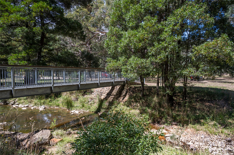 The bridge over Sailors Creek from the car park to the start of the walking tracks at Tipperary Springs