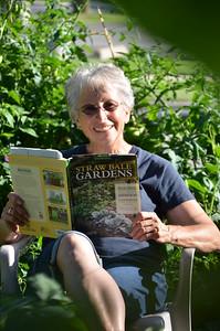 8-5-16 loni garden-17