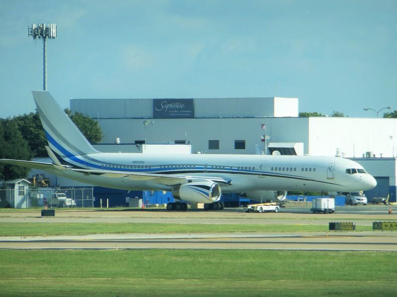 Boeing 757-256 (cn 26240) N801DM