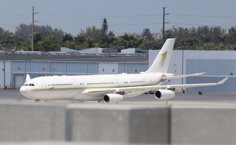 Airbus A340-211 (cn 009) HZ-SKY1