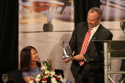 Bob+Leslie with Award