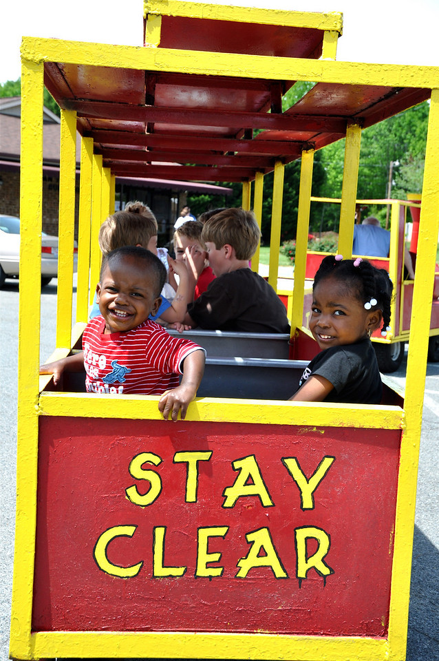 Camille Washington, 3 and brother Jabbar, 1 of IT say all aboard!