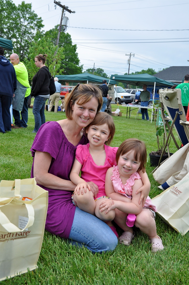 Julie Fivas and daughters Ellie and Gabby enjoy the IT festivites.