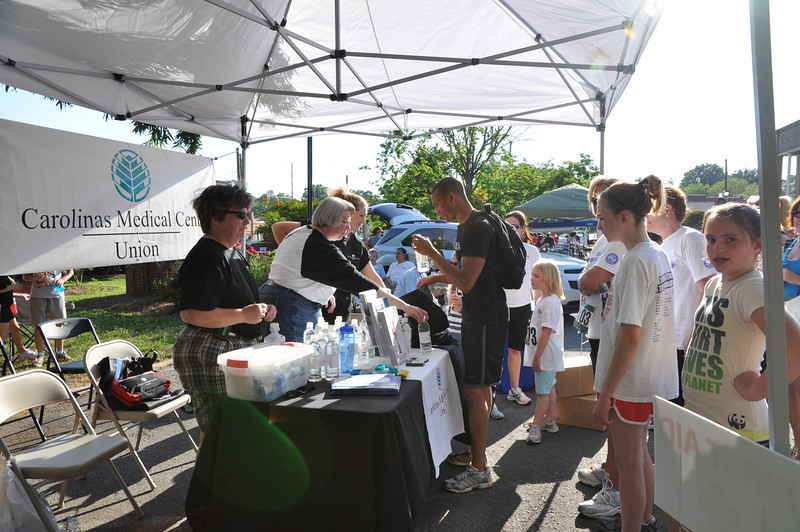 CMC sponsor gives out water and supplies to runners