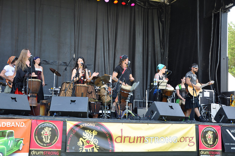 Tuatha Dea- Keltic Tribal Fusion Band from Gatlinburg, TN rocks the crowd.