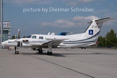 2009-05-04 D-IFSH Piper 42