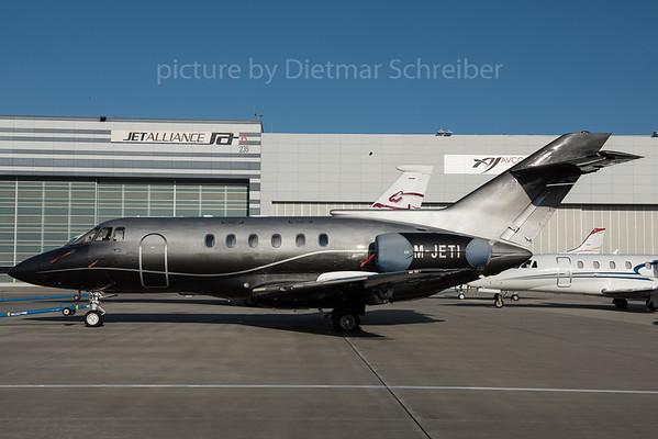 2015-12-30 M-JETI Hawker 800