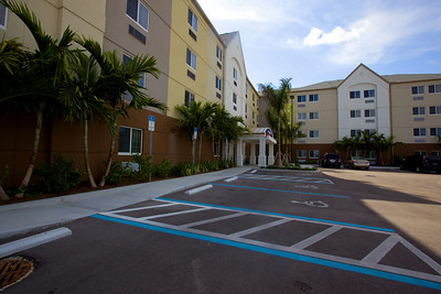 CANDLEWOOD SUITES FORT MYERS Exteriors012
