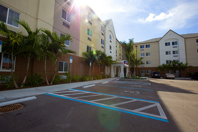 CANDLEWOOD SUITES FORT MYERS Exteriors011