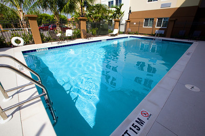CANDLEWOOD SUITES FORT MYERS Pool001