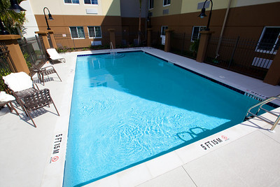 CANDLEWOOD SUITES FORT MYERS Pool007