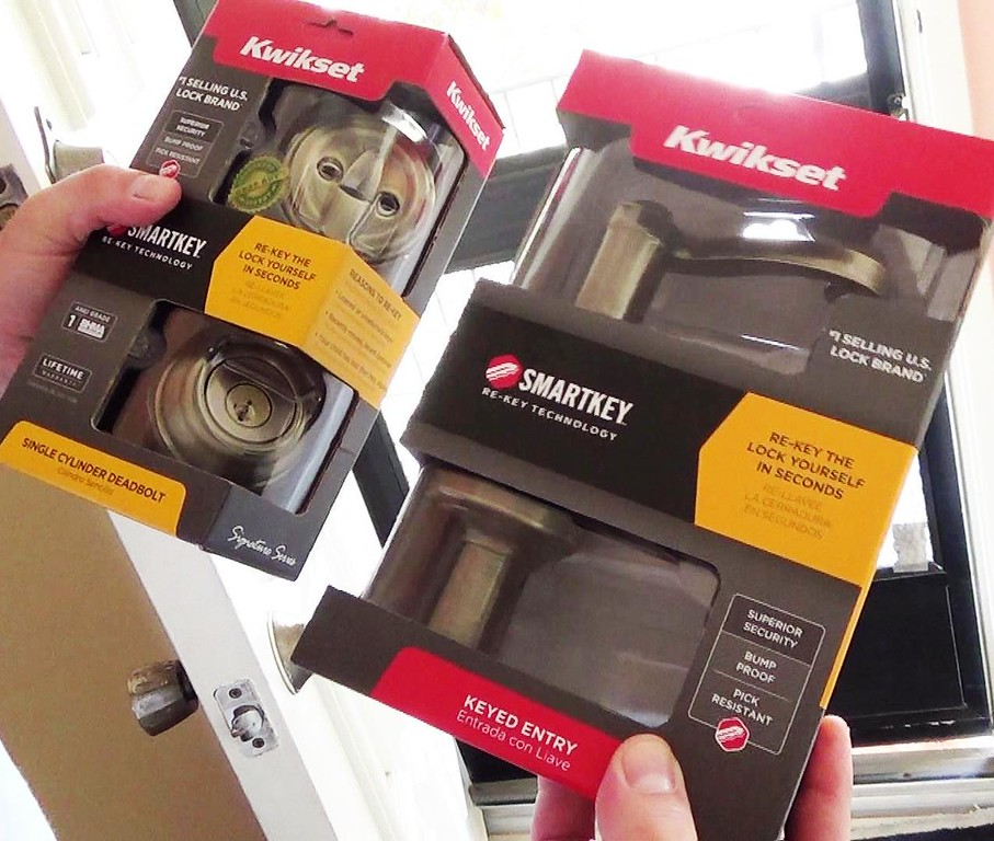 Kwikset Dead Bolt lock and door lock, with Smartkey technology