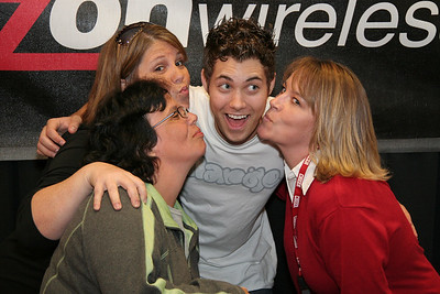 Drew Seeley Meet and Greet: Verizon Wireless 10-27-07
