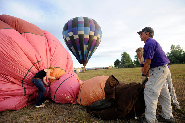 "Pilot Michael Gianetti and Lisa Gianetti of Life Cycle Balloon Adventures sets up balloon as Kaitlyn Zimmitti, left, assists before a passenger flight  in the Gunbarrel area of Boulder on Thursday morning. <br /> FOR MORE PHOTOS AND A VIDEO OF THE LIFTOFF GO TO  <a href=""http://WWW.DAILYCAMERA.COM"">http://WWW.DAILYCAMERA.COM</a> <br /> Photo by Paul Aiken / The Camera / 8/ 18/ 2011"
