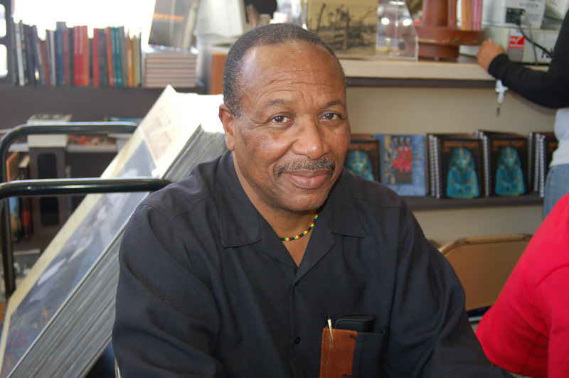 """Dr. Kwaku Person-Lynn, signs his popular DVD """"African World Civilizations.""""  For more visit <a href=""""http://www.DrKwaku.com"""">http://www.DrKwaku.com</a>"""