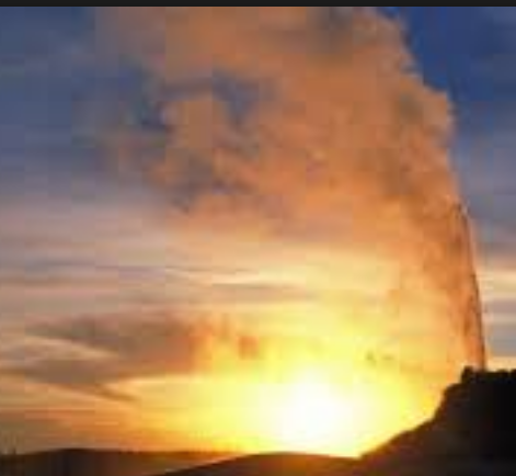 gold-has-something-in-common-with-yellow-stone-old-faithful-geyser