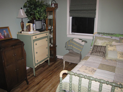 Elegant antiques in Sage room - Tall Double bed with high TC 200+ Bed linens Green Acres Garden B&B - Luxury in the country! Private Cottage on Lake Lavon...