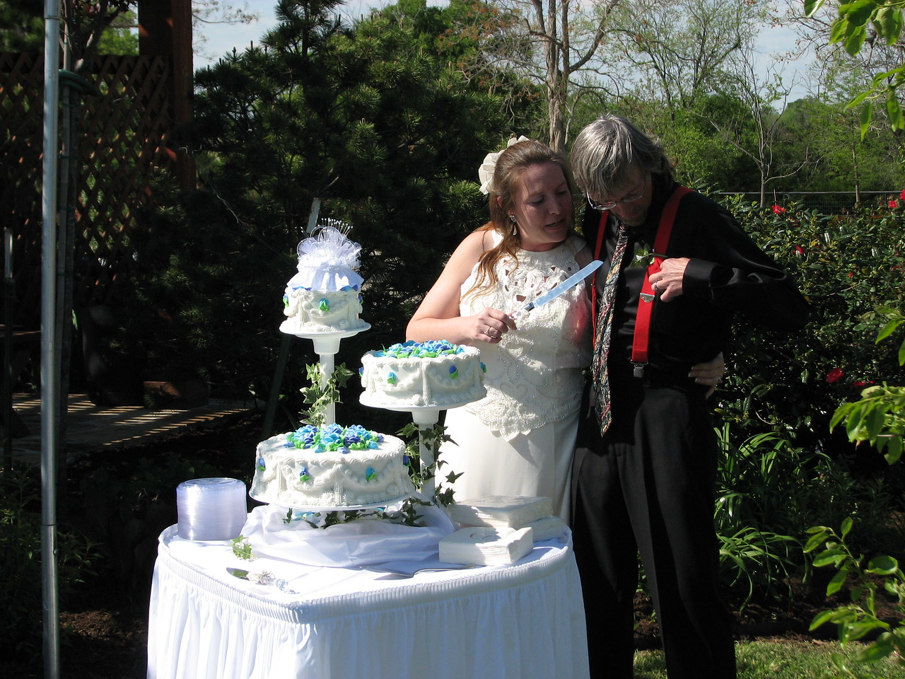 The Bride and Groom are getting down to the Happy Cutting and wearing of the cake!! Weddings and Parties are available at Green Acres Garden!! Green Acres Garden B&B - Luxury in the country! Private Cottage on Lake Lavon...