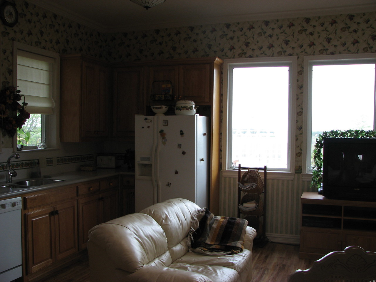 Sitting area - lovely well lit Green Acres Garden B&B - Luxury in the country! Private Cottage on Lake Lavon...