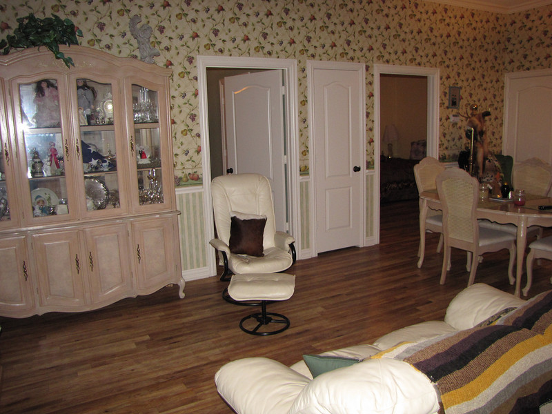 Comfortable sitting arrangement Green Acres Garden B&B - Luxury in the country! Private Cottage on Lake Lavon...