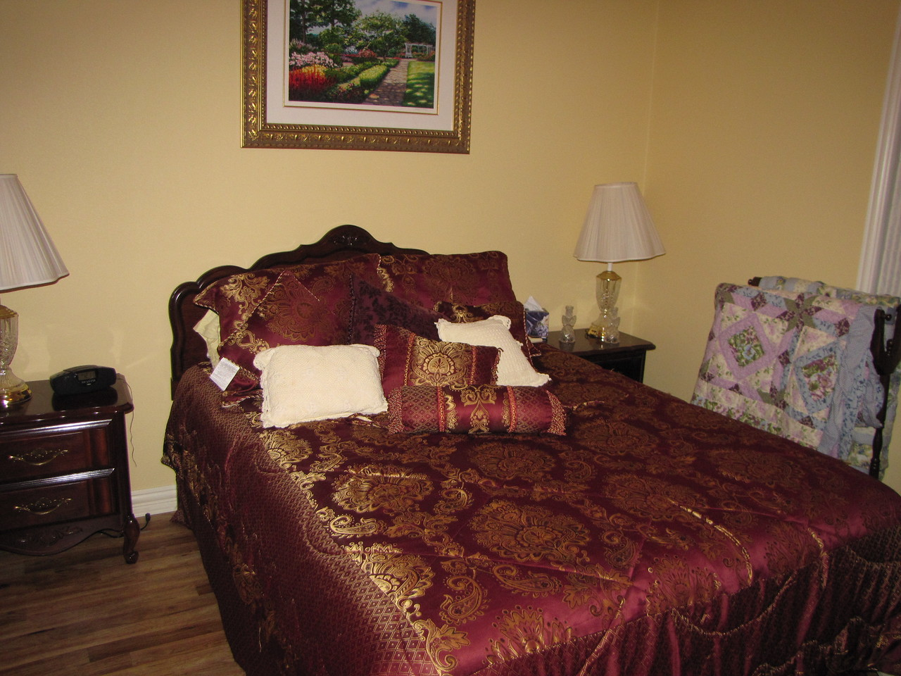 Come stay with us! Green Acres Garden B&B - Luxury in the country! Private Cottage on Lake Lavon...