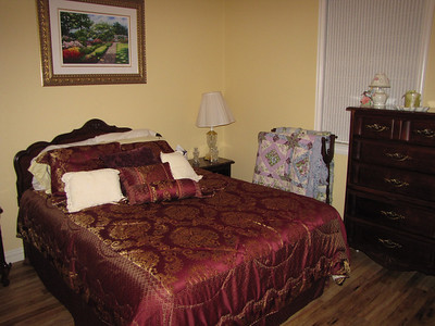 Elegant Queen Bed with luxurious 300+ TC thread count sheets!! Green Acres Garden B&B - Luxury in the country! Private Cottage on Lake Lavon...