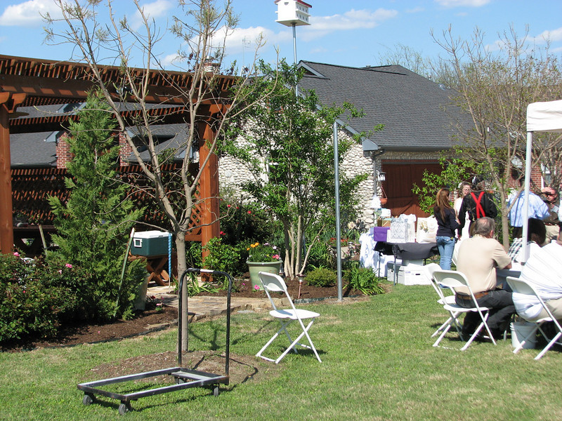 Weddings overlooking the Lake among acres of gardens!! Green Acres Garden B&B - Luxury in the country! Private Cottage on Lake Lavon...