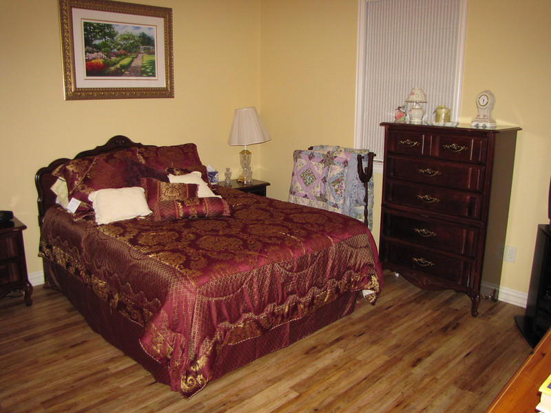 Lovely Gold room Green Acres Garden B&B - Luxury in the country! Private Cottage on Lake Lavon...