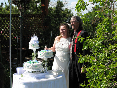 The Happy couple after the first Wedding at Green Acres Garden, we're the closest thing to an Arboretum north of Dallas Texas!! Green Acres Garden B&B - Luxury in the country! Private Cottage on Lake Lavon...