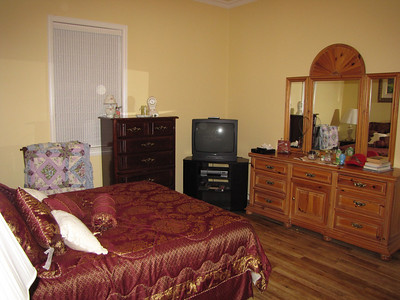 Looking at other side in GOLD room Green Acres Garden B&B - Luxury in the country! Private Cottage on Lake Lavon...
