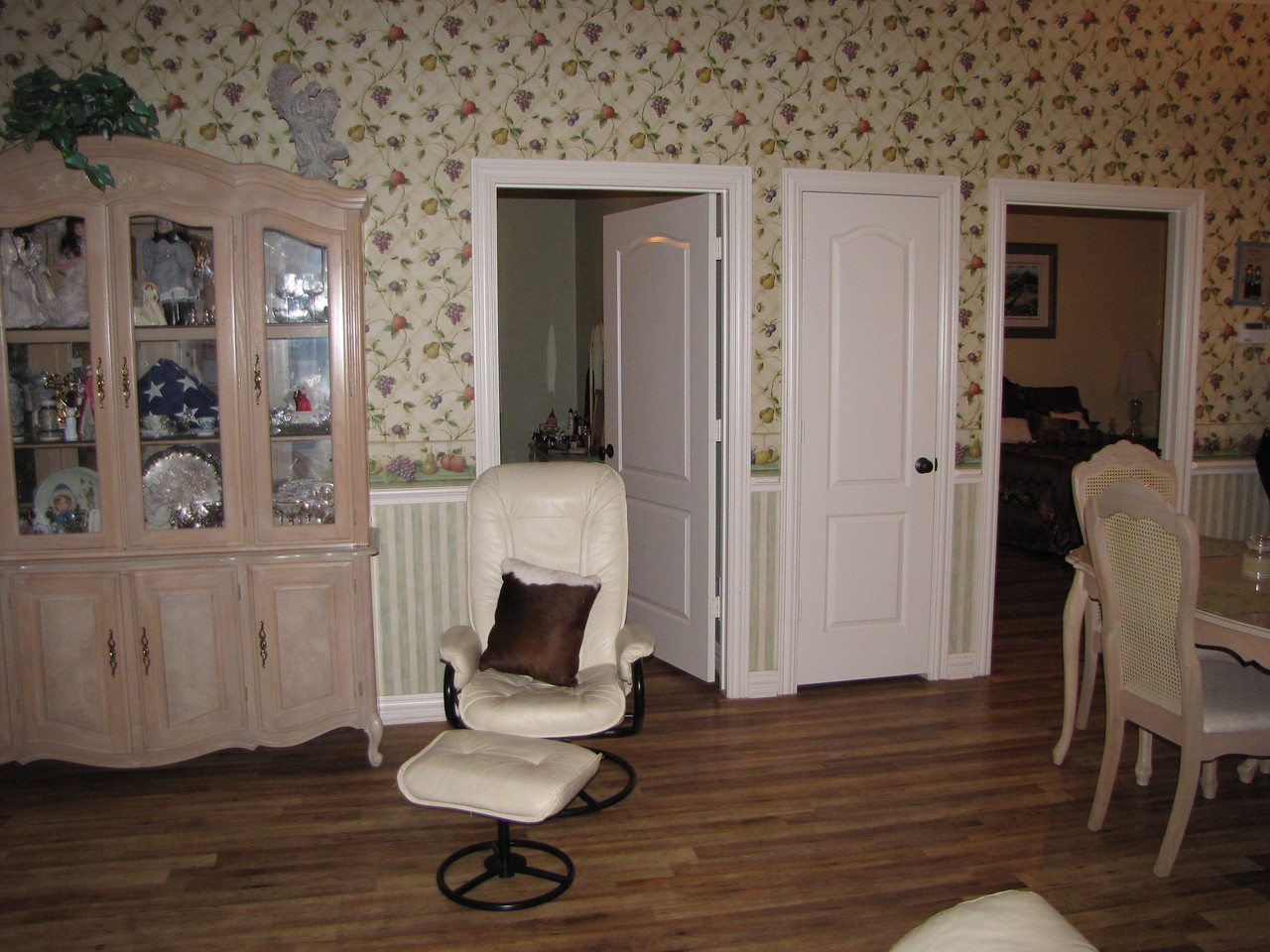 Sitting area Green Acres Garden B&B - Luxury in the country! Private Cottage on Lake Lavon...