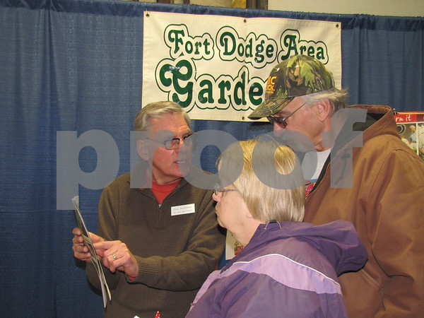 Doug Brightman of Fort Dodge Area Gardeners answers questions for attendees.