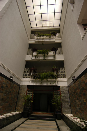 Entrance to the Crescent Park Apartments