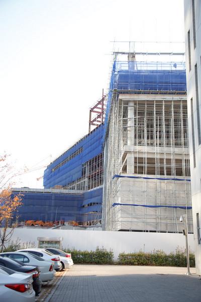 Sun's new building under construction