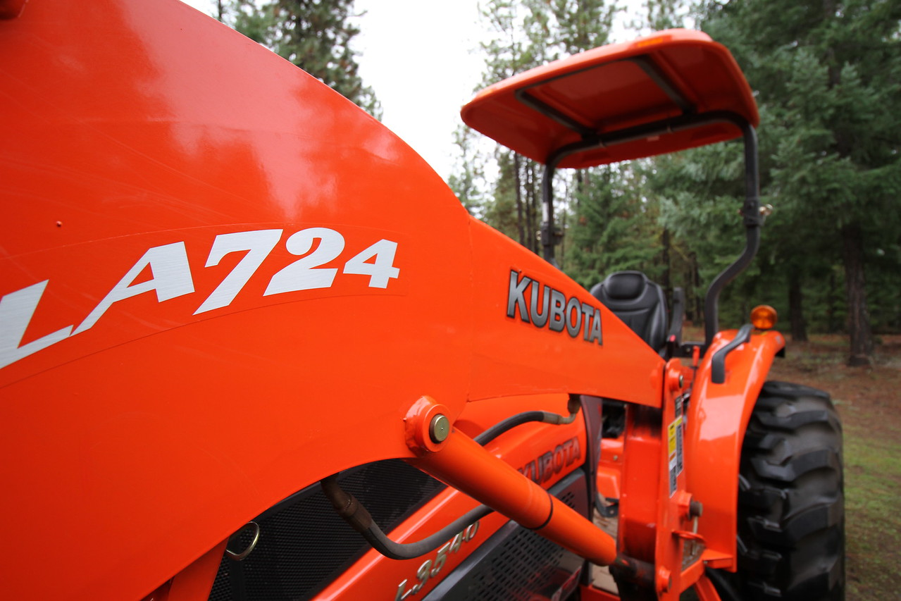 The Cadillac of Kubota's L3540 HST with less then 147 Hours ,skid steer 724 loader,2 extra auxiliary hydraulics to rear and Bushhog box scraper for sale $19,900 You can text me at 503-701-3525
