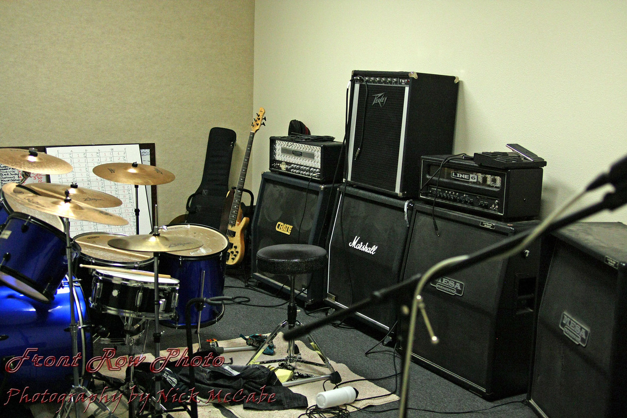 Rooms are available in 12 different sizes and will accomodate 4 to 10 musicians.