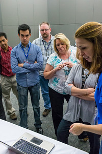 Colleen Cooke (Microsoft) demonstrates Windows 8 Cloud computing on the HP Folio 13.