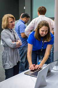 Colleen Cooke (Microsoft) demonstrates Windows 8 Cloud computing on the HP Folio 13.