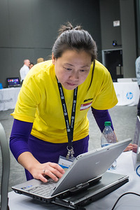 Yaya Guo (Microsoft) reviewing Windows 8 on the HP Elitebook EliteBook 2760p.
