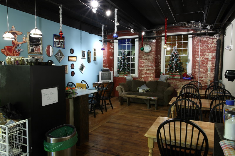 Union House Pub and Pizza dining room..JPG