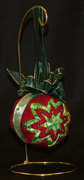 Christmas Ornaments, I made this one on Sat, Janet Marie Gillan is teaching it again on Dec 20th.  All you bring is pins and 2 fat quarters and she provides the rest!