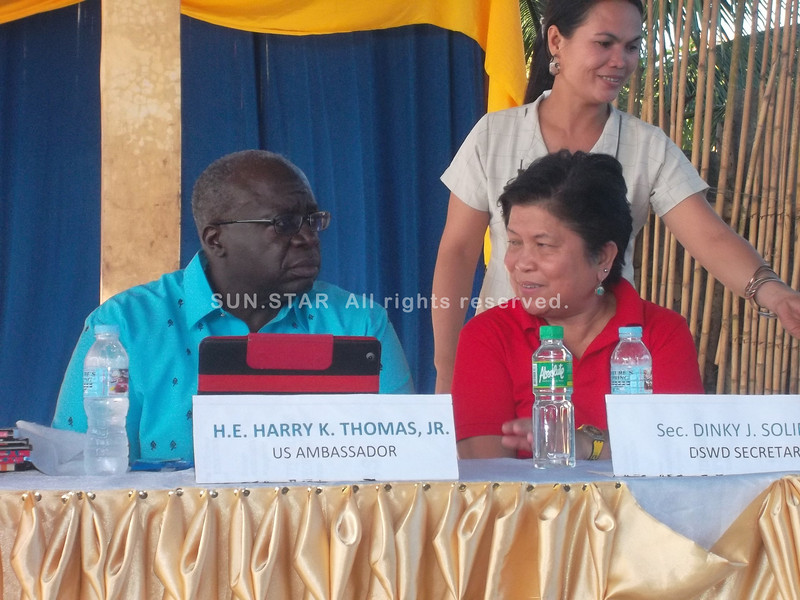 CALBAYOG. US envoy to the Philippines Harry Thomas and DSWD Sec. Dinky Soliman chat during the Kalahi-CIDSS accomplishment program at Napuro Covered court, Napuro II, Sta. Margarita, Samar. (Gerwin Babon)