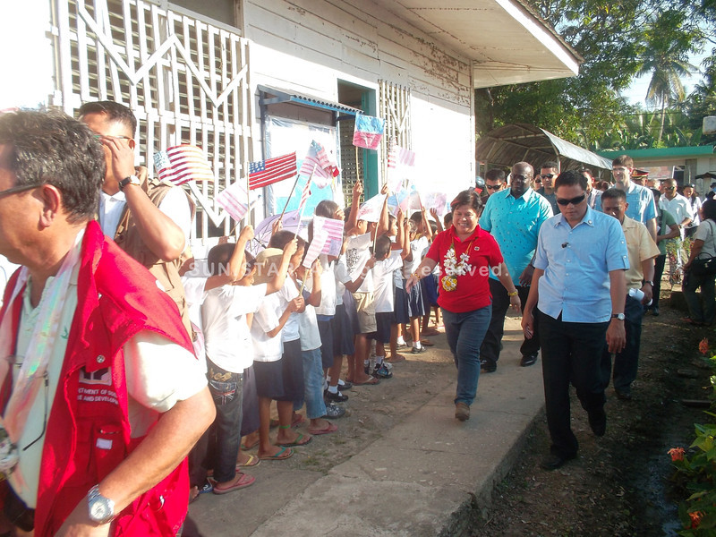 CALBAYOG. Napuro Elementary School pupils wave their flags as DSWD Secretary Corazon Soliman and US Ambassador to the Philippines Harry Thomas Jr. walked by during the Kalahi-CIDSS accomplishment program in Napuro II, Sta. Margarita, Samar. (Gerwin Babon)