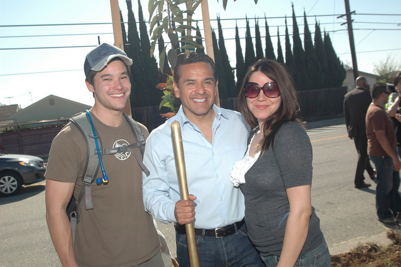 Los Angeles Mayor Villairigosa with Natalie Pierre, owner of Metabella Pilates in Studio City and expedition leader JJ Yosh at the Earth Day tree planting 2009.